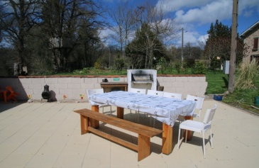 Pool, sun terrace & outdoor dining